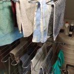 Vaatteet kuivumassa Raimo-kuivaustelineessä